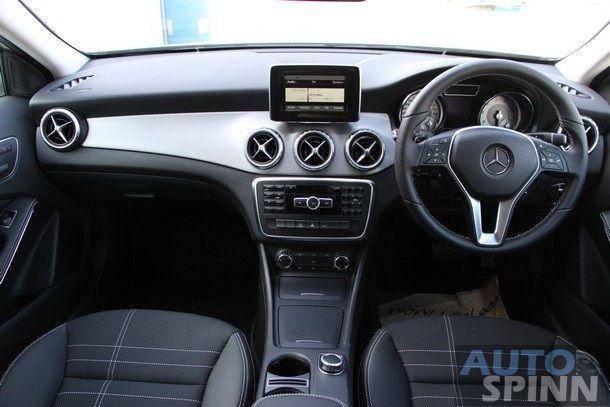 2014-Mercedes-Benz-GLA-TestDrive60
