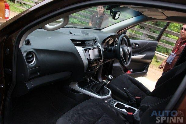 2014-Nissan-NP300-Navara-Global-TestDrive16