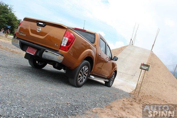2014-Nissan-NP300-Navara-Global-TestDrive28