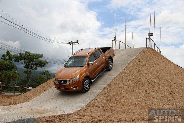2014-Nissan-NP300-Navara-Global-TestDrive39