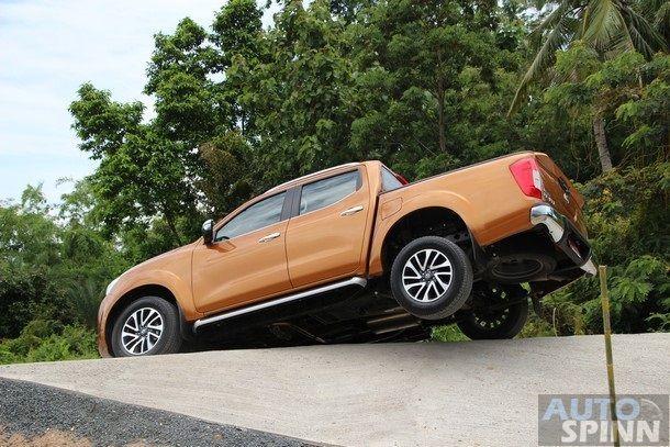 2014-Nissan-NP300-Navara-Global-TestDrive52