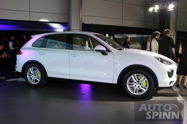 2014-Porsche-Cayenne-S-E-Hybrid-TH-Launch8