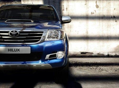 2014-Toyota-Hilux-Invincible_13