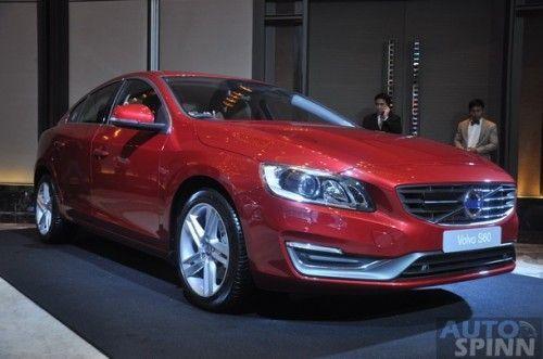 2014-Volvo-V40CrossCountry-4Models_54