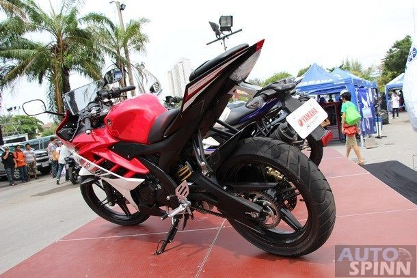 2014-Yamaha-R15-Launch10