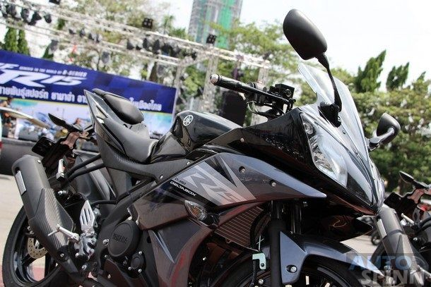 2014-Yamaha-R15-Launch41