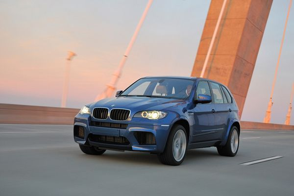 https://img.icarcdn.com/autospinn/body/2014-bmw-x5-m-and-x6-m-arriving-late-this-year-2.jpg