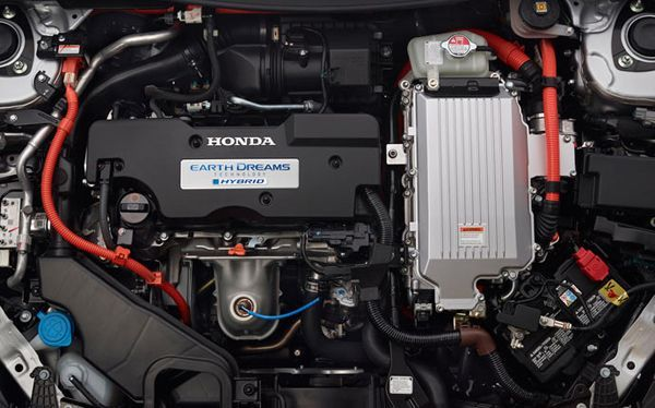 https://img.icarcdn.com/autospinn/body/2014-honda-accord-hybrid-sedan-engine.jpg