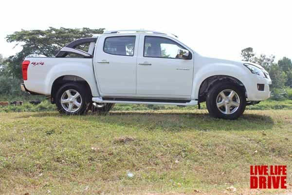 https://img.icarcdn.com/autospinn/body/2014-isuzu-d-max-v-cross-3.0-quick-review-8.jpg