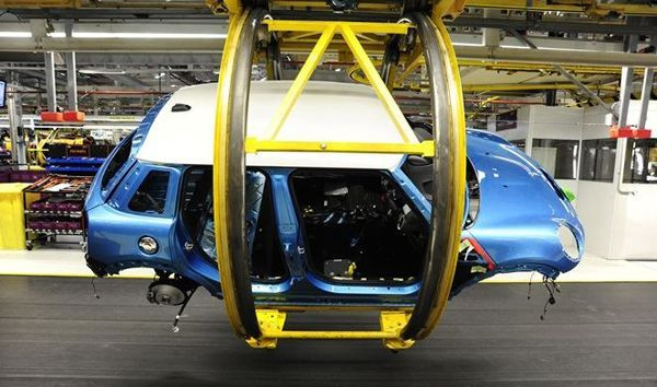 https://img.icarcdn.com/autospinn/body/2014-mini-5-door-hatch-starts-production-at-plant-oxford-2.jpg