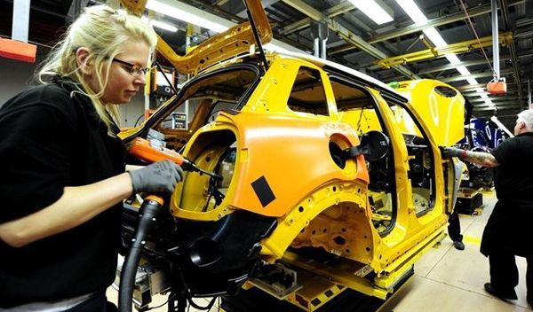 https://img.icarcdn.com/autospinn/body/2014-mini-5-door-hatch-starts-production-at-plant-oxford-3.jpg