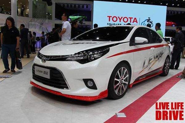 https://img.icarcdn.com/autospinn/body/2014-toyota-corolla-and-levin-at-beijing-auto-show-4.jpg