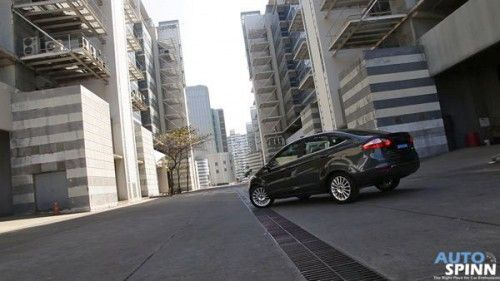 2014_Ford_Fiesta_EcoBoost_4D_1