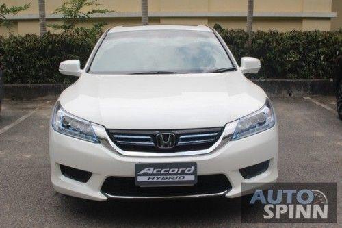 2014_Honda_Accord_Hybrid_01