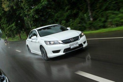 2014_Honda_Accord_Hybrid_48