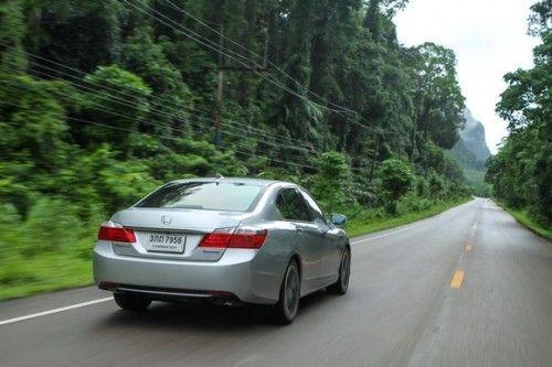 2014_Honda_Accord_Hybrid_51