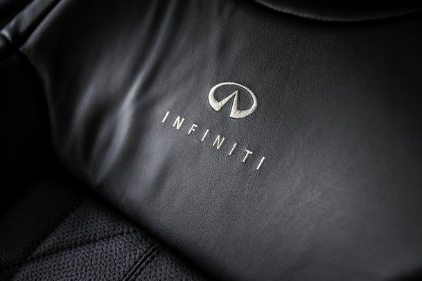 2014_Infiniti_FX30d_16