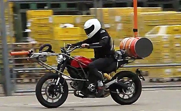 2015-Ducati-Scambler3