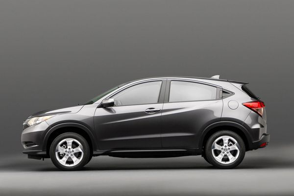 https://img.icarcdn.com/autospinn/body/2015-Honda-HR-V-3.jpg