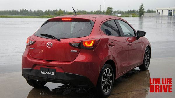 https://img.icarcdn.com/autospinn/body/2015-mazda-2-test-drive-in-japan-8.jpg