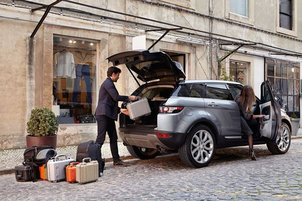 https://img.icarcdn.com/autospinn/body/2015-range-rover-evoque-autobiography-10.jpg