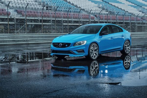 https://img.icarcdn.com/autospinn/body/2015-volvo-s60-and-v60-polestar-revealed-at-chicago-auto-show-2.jpg