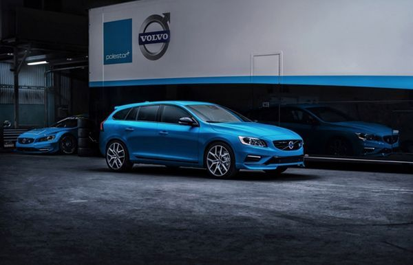 https://img.icarcdn.com/autospinn/body/2015-volvo-s60-and-v60-polestar-revealed-at-chicago-auto-show-3.jpg