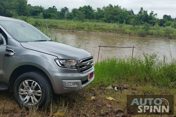2015_Ford_Everest_End