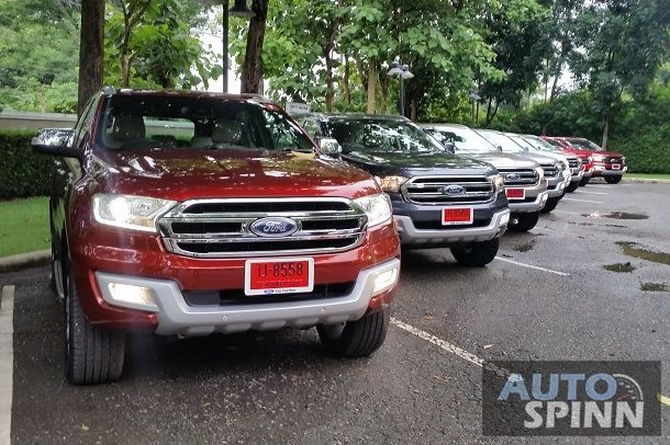 2015_Ford_Everest_Front