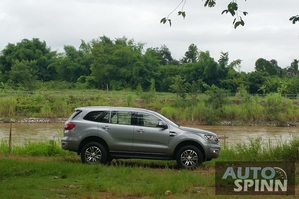 2015_Ford_Everest_Side