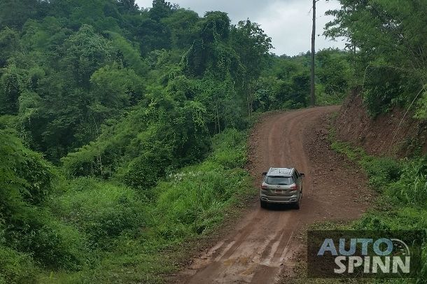 2015_Ford_Everest_Track