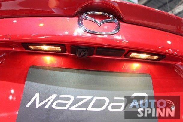2015_Mazda_2_07
