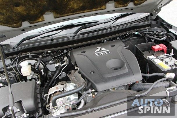 https://img.icarcdn.com/autospinn/body/2015_Mitsubishi_Triton_Plus_24.jpg