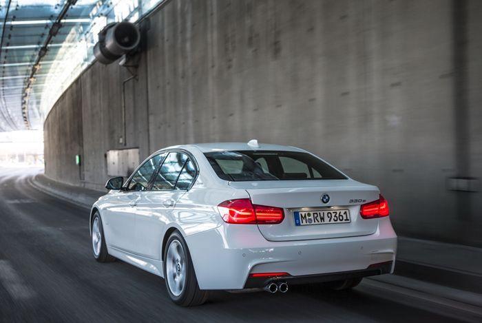 https://img.icarcdn.com/autospinn/body/2016-BMW330e-09.jpg