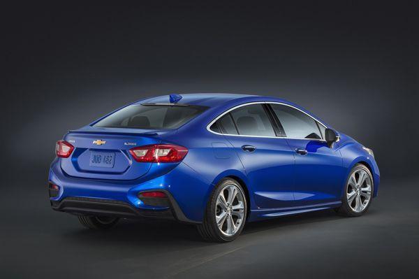 https://img.icarcdn.com/autospinn/body/2016-Chevrolet-Cruze-1-r.jpg