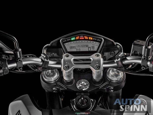 2016-Ducati-Hypermotard-939-05