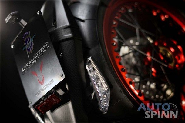 2016-MV-Agusta-Dragster-RR-Lewis-Hamilton-19