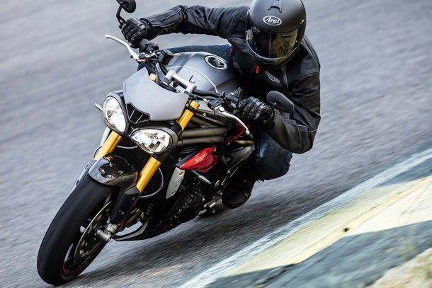 2016-Triumph-Speed-Triple-04
