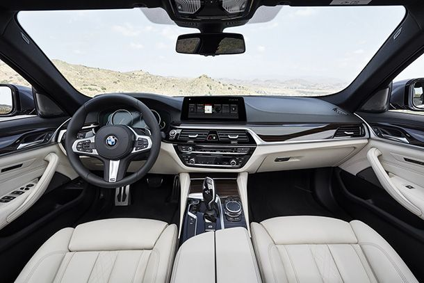 https://img.icarcdn.com/autospinn/body/2017-BMW-5-Series-72.jpg