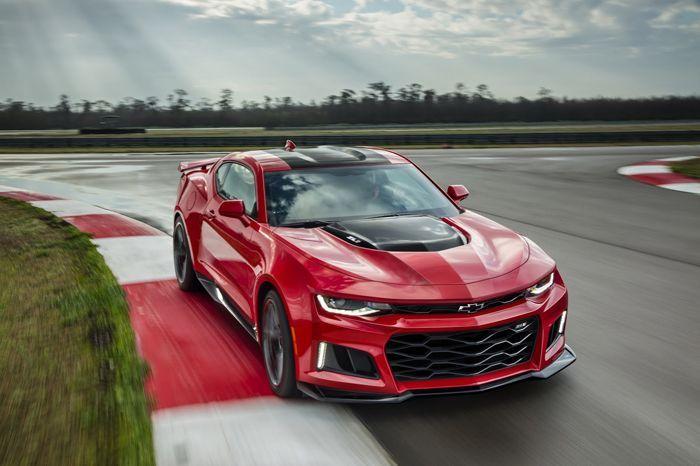 https://img.icarcdn.com/autospinn/body/2017-Chevrolet-Camaro-ZL1-2.jpg