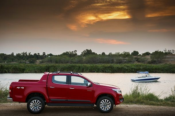 2017 Chevrolet Colorado High Country_side view sunset