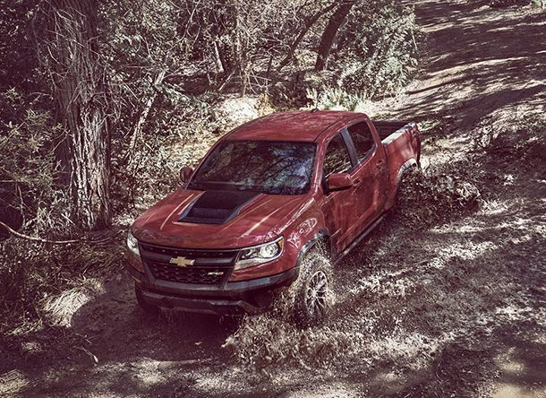 https://img.icarcdn.com/autospinn/body/2017-Chevrolet-Colorado-ZR2-5.jpg