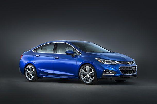 https://img.icarcdn.com/autospinn/body/2017-Chevrolet-Cruze-Diesel-52mpg-4.jpg