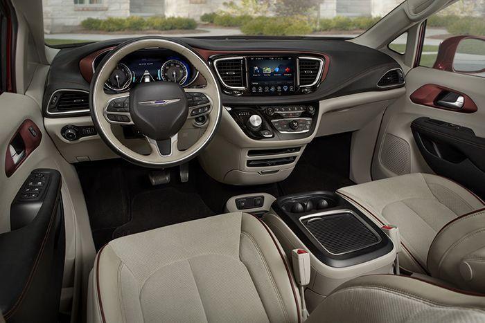 https://img.icarcdn.com/autospinn/body/2017-ChryslerPacifica-41.jpg