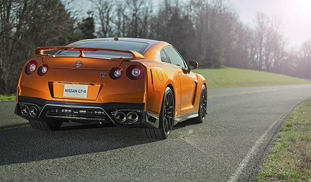 https://img.icarcdn.com/autospinn/body/2017-Nissan-GT-R-FL-12.jpg