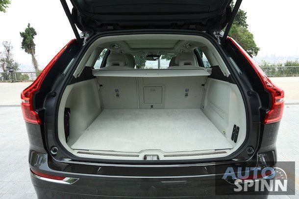 2017 Volvo XC60_10