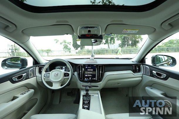 2017 Volvo XC60_11
