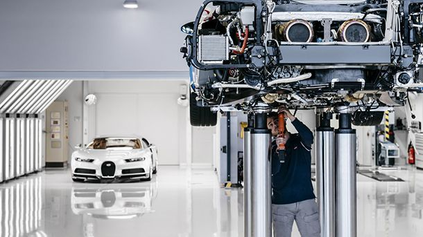 https://img.icarcdn.com/autospinn/body/2017-bugatti-chiron-production-at-molsheim-factory.jpg