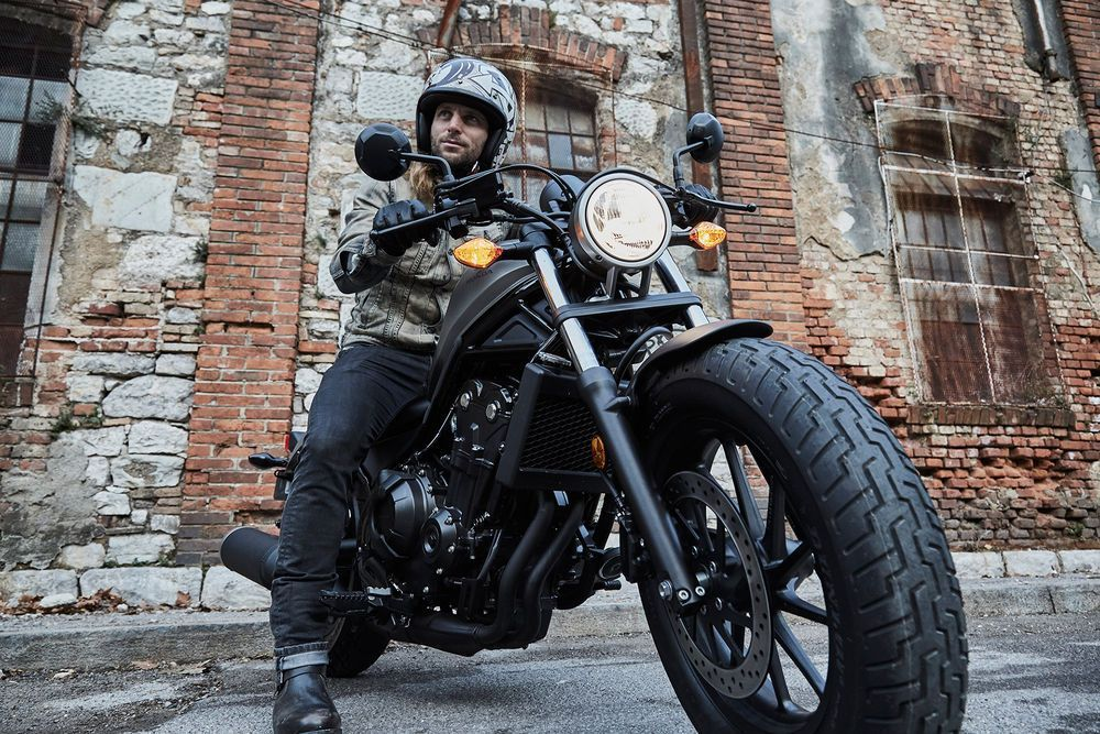 2017-honda-rebel_lifestyle-13