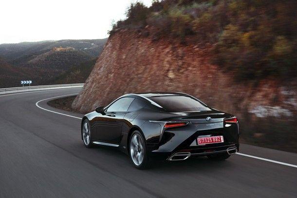 2017_Lexus_LC500h_04